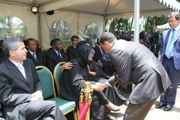 Biniam Berehe shakes Azeb Mesfin hand