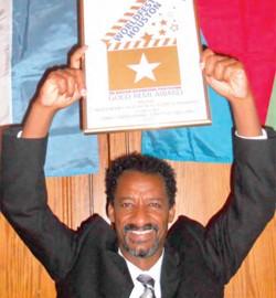 Aklasia movie director Daniel Tesfamariam displaying award certificate