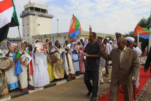 President Al-Bashir and the people of Port-Sudan welcoming President Afwerki (24 Nov 2013)