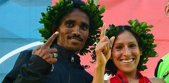 Eritrean Ghirmay Ghebreslassie and Peruvian Gladys Tejeda after winning the 52nd Half Marathon San Blas in the men and women race. He covers the 21.0975 kilometers in 1:03:53 corridor.