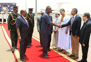 President Issaias Afeworki (C) shakes hands with officials next to his Sudanese counterpart Omar al-Bashir (L) at Khartoum airport on May 8, 2014