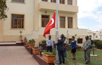 Ambassador Firat Sunel hoisting the Turkish flag at the embassy in Asmara