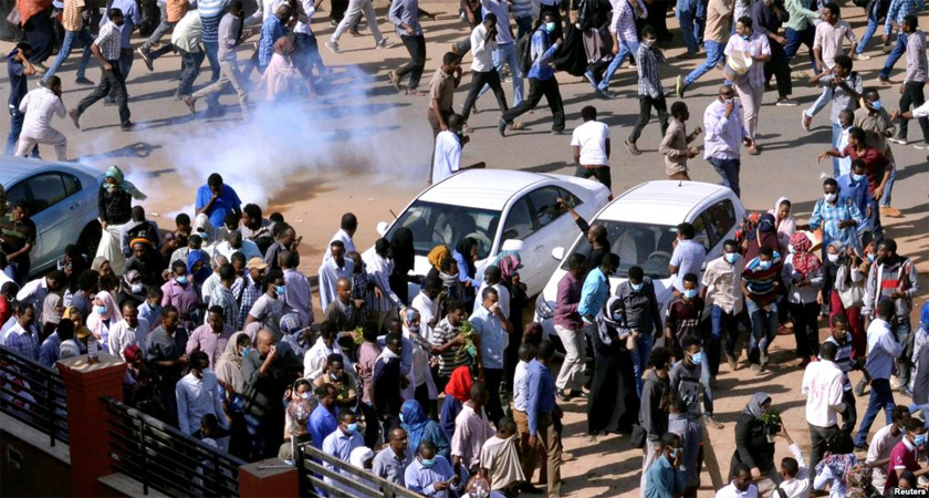 Sudan: Police Fire Tear Gas at Anti-Bashir Protesters